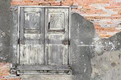 Stary drewniany okno i cegła Obraz Stock