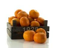 Stary drewniany pudełko z mandarines Zdjęcia Stock
