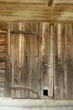 Stary Drewniany stajni drzwi z kota drzwi fotografia royalty free