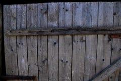 Stary drewniany szary drzwi z młotkującymi gwoździami fotografia royalty free