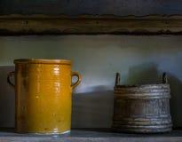 Stary drewniany wiadro w domu wiejskim Obraz Stock