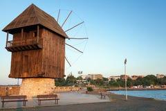 Stary drewniany wiatraczek na wybrzeżu, Nesebar miasteczko, Bułgaria Zdjęcie Royalty Free