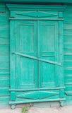 Stary drewniany zieleni pudełko na tle Zdjęcia Stock