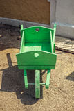Stary drewniany zielony pushcart Fotografia Royalty Free