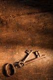 Stary drewno i ośniedziali klucze Obraz Royalty Free