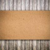 Stary drewno i papier drzejący z przestrzenią Fotografia Stock