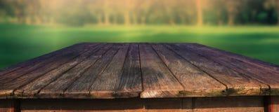 Stary drewno stół w polu Fotografia Royalty Free