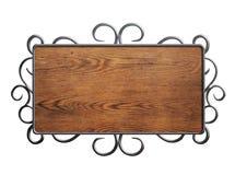 Stary drewno talerz lub podpisuje wewnątrz metal ramę odizolowywającą obraz royalty free