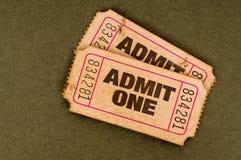 Stary drzejący używa przyznaje jeden bilety zdjęcie royalty free