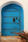 Stary drzwi dekorujący z dopasowaniami Zdjęcie Stock