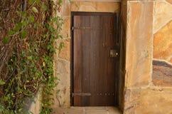 Stary drzwi i Kluczowy kędziorek Zdjęcia Stock