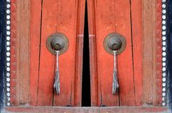 Stary drzwi przy Buddyjski monastry Fotografia Royalty Free