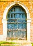 Stary drzwi różni pojęcia: przywrócić, rozwiązanie, budowa zdjęcia stock