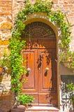 Stary drzwi, Tuscany, Włochy Obrazy Stock