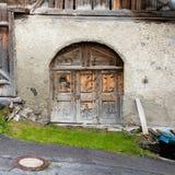 Stary drzwi w budynku zdjęcie royalty free