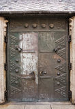 Stary drzwi w podwórzu sławna świętego Stephen katedra w Pas zdjęcia stock