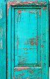 Stary drzwi z krakingową farbą Szmaragdowy kolor, grunge Obraz Royalty Free