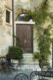 Stary drzwiowy wejście w budynku od Tuscany Zdjęcia Royalty Free