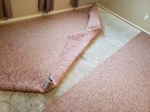 Stary dywan zamienia w domu fotografia stock