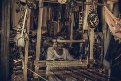 Stary Dywanowy producent w Aswan zdjęcie stock