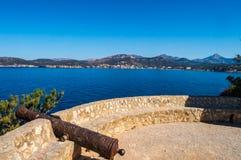 Stary dzia?a dzia?a nadwieszenie morska rezerwa Malgrats wyspy zdjęcia stock