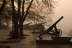 Stary działo w mgle Obrazy Royalty Free