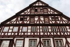 Stary dziejowy budynku i szalunku dom z brązu drewnem zdjęcie royalty free