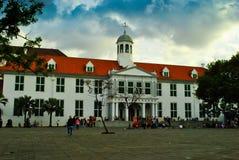 Stary dziejowy kolonisty budynek w w centrum centrum miasta fotografia stock