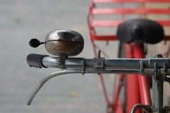 Stary dzwon czerwony rocznika bicykl Fotografia Stock