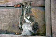 Stary żelazny mincer w sieci Zdjęcia Stock