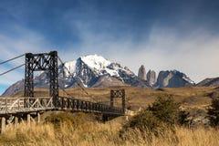 Stary żelazo most przy Torres Del Paine Zdjęcia Stock