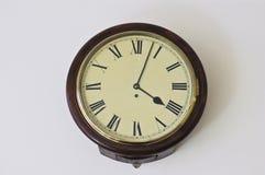 Stary Europejski klasyka zegar z rzymskimi liczbami przy 4pm Obrazy Stock