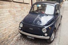 Stary Fiat Nuova 500 miasta samochód Zdjęcie Royalty Free