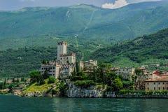 Stary forteca na tle Monte Baldo obrazy royalty free