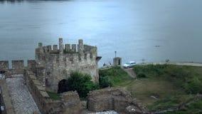 Stary forteca od wieków średnich, strażowy wierza który widok Danube rzeka zbiory