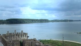Stary forteca od wieków średnich, widok Danube rzeka zdjęcie wideo
