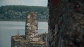 Stary forteca od wieków średnich, wieża obserwacyjna na rzece zbiory wideo