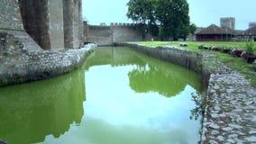 Stary forteca od wieków średnich, woda dla jarda zbiory