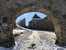 Stary forteczny Rupea w Rumunia zdjęcia stock