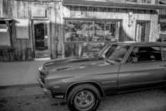 Stary fryzjera m?skiego sklep w historycznej wiosce Samotna sosna MARZEC 29, 2019 - SAMOTNY SOSNOWY CA, usa - zdjęcia royalty free