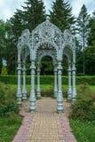 Stary gazebo w orientała stylu w parku zdjęcia royalty free