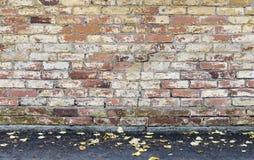 Stary gnijący ściana z cegieł Obrazy Royalty Free