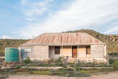 Stary gospodarstwo rolne dom przy zmierzchem Fotografia Stock
