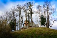 Stary gothic drewniany kościół na wzgórzu w Grywald, Polska Fotografia Stock