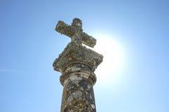Stary granitu krzyż dzwonił Humilladero przy Trujillo obrzeżami, zdrój Fotografia Stock