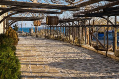 Stary Grodzki Nessebar patio z baryłkami Obraz Stock