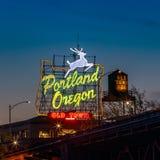 Stary Grodzki Portlandzki Oregon neonowy podpisuje wewnątrz Portland, Oregon zdjęcia royalty free