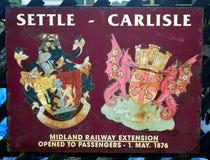 Stary grzebień usadowić Carlisle kolej na znaku fotografia stock