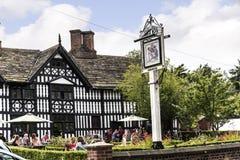 stary Hall hotel, pub w Malowniczym miasteczku Sandbach w Południowym Cheshire Anglia i Zdjęcie Stock