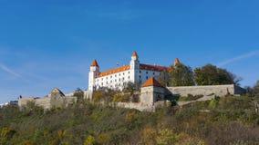 Stary Hrad - старый замок в Братиславе Братислава занимает оба банка реки Дуная и реки Morava Стоковые Изображения